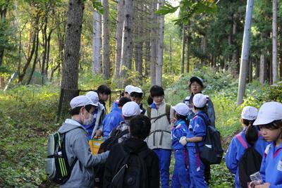 磐梯山のふもとの森林の中で、目印を探すスコアオリエンテーリングをやりました。